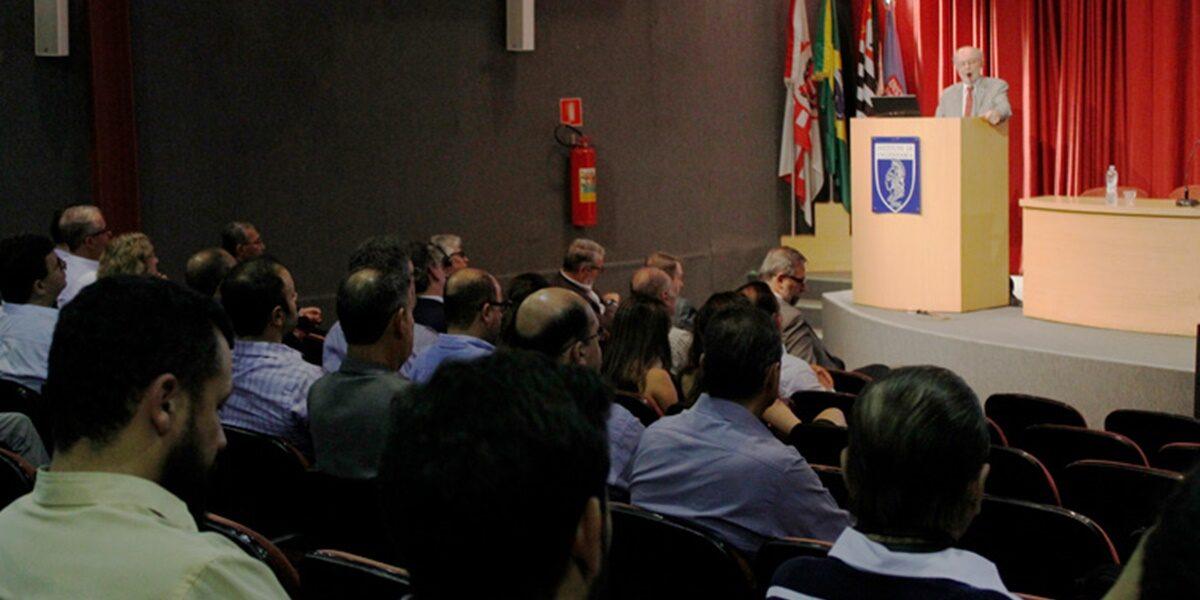 Encontro sobre modelos de contratação de obras de infraestrutura reúne 100 pessoas