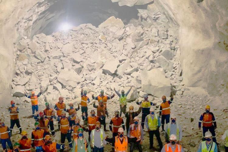 Concluída a escavação do maior túnel rodoviário do país, na Rodovia dos Tamoios